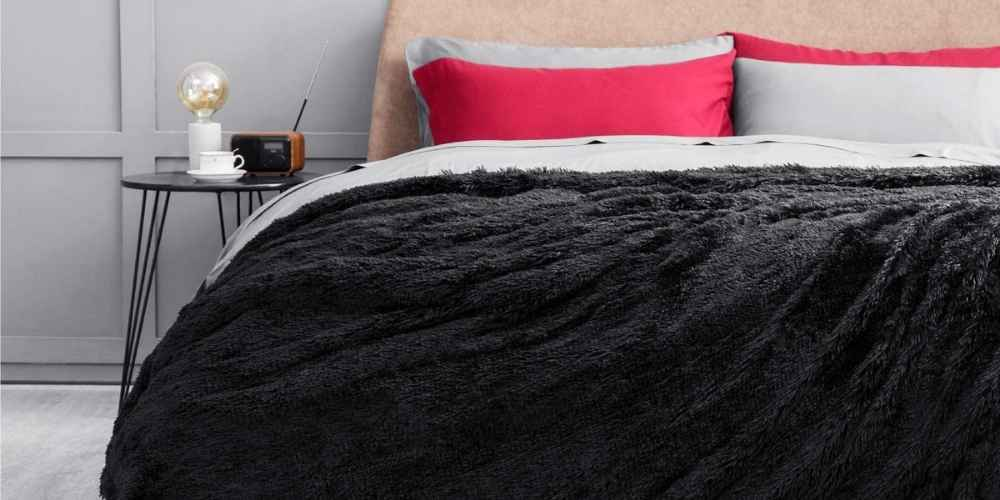 16 Most Comfortable Blankets –Softest Blankets Out There